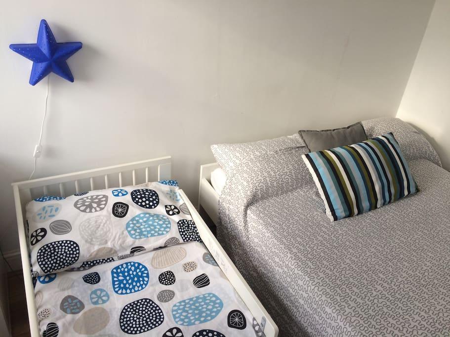 Bedroom - 1 double bed & 1 junior bed