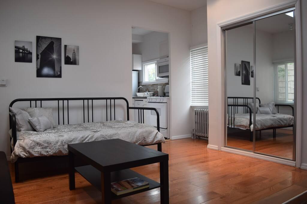 Living area/Closet