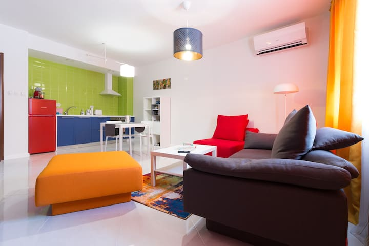 Pop your C-O-L-O-R-S - Funky and Modern 1BDR. Apt.