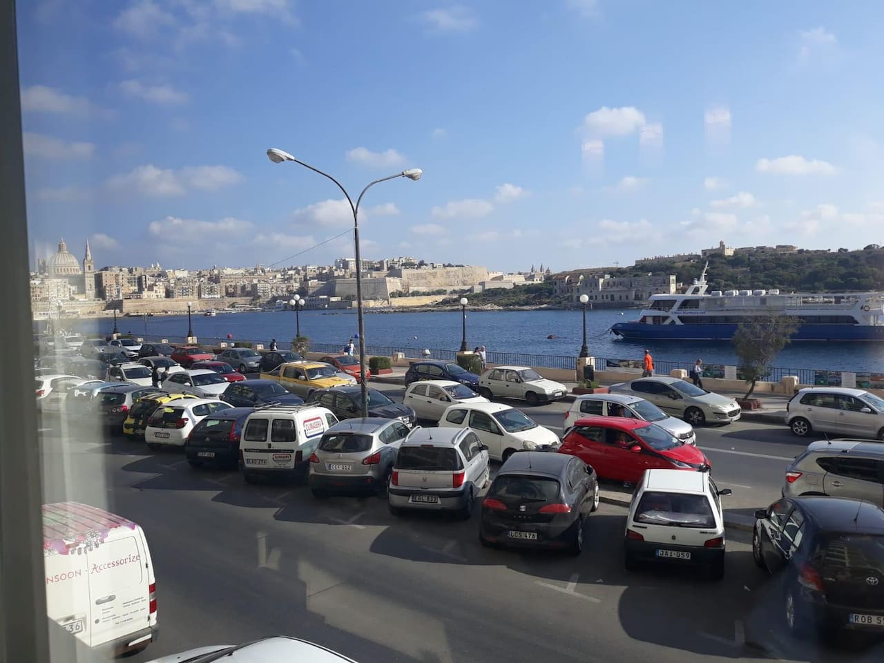 Valletta and Manoel Island view - All necessities close by, coffee shops, Shopping Centres ect..