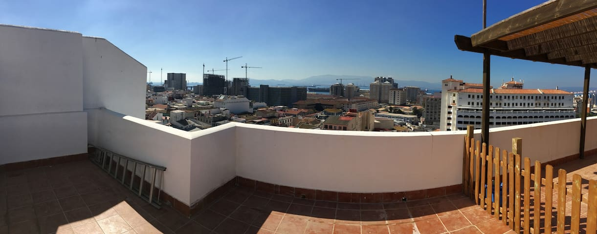 Studio with Huge Terrace Amazing views & Wifi - Gibraltar