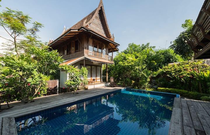 Quiet & Natural Thai Poolside Suite Onnut