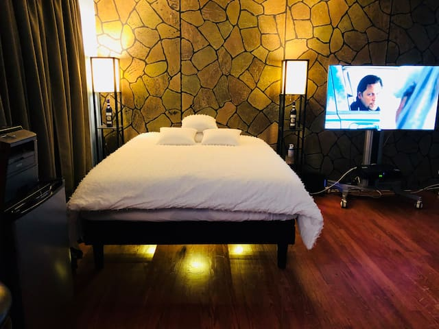 Safe Area Huge Room/ELECTRIC MASSAGE BED QUEENS,NY