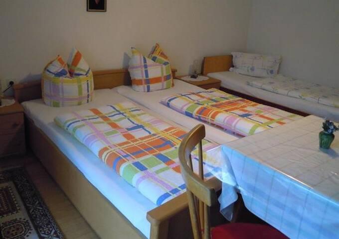 Bed & Breakfast Karu (Hohenems), Dreibettzimmer