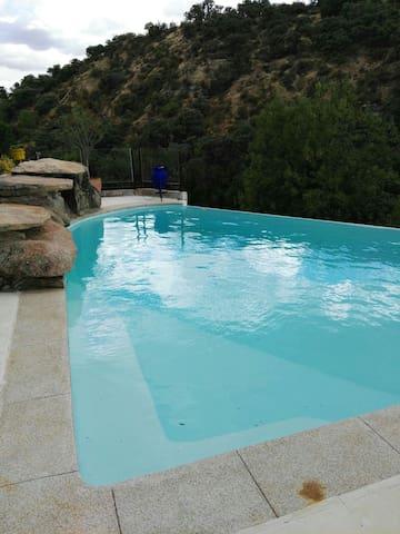 Apartamento con jardin y piscina para eventos - Las Rozas - House