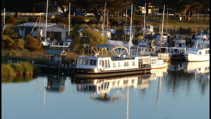 Swamp Fox Modern Luxury 2BR Dutch Barge