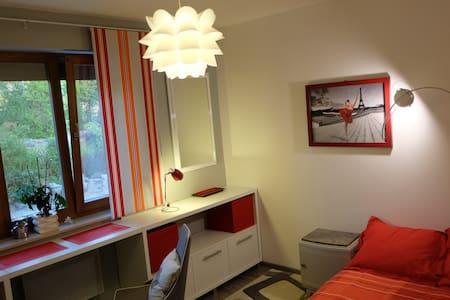 Chambre moderne de 10m² - La Roche-des-Arnauds