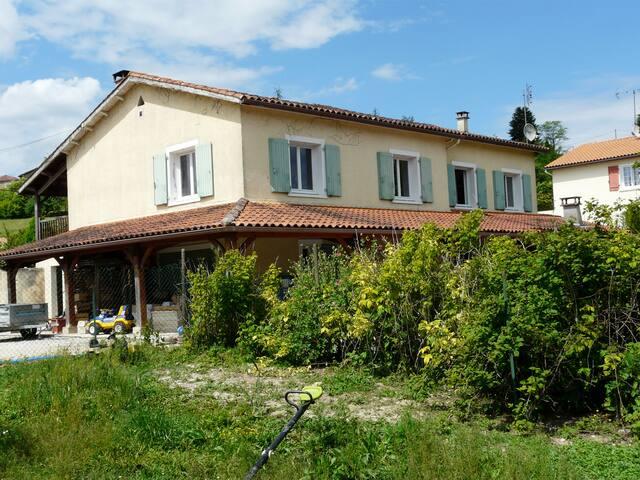 Maison confortable avec piscine au sud d'Angoulême