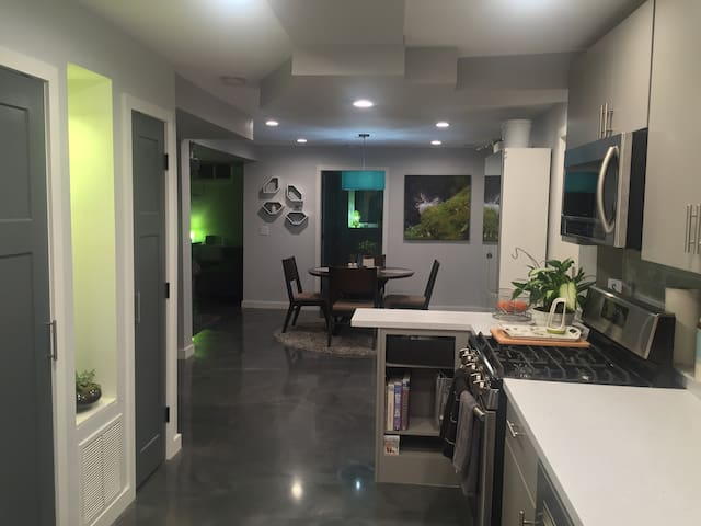 Modern Apartment in Downtown Palmer