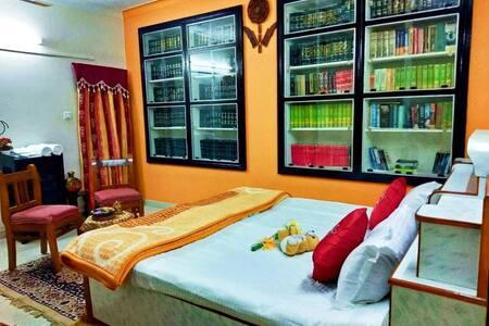 *Luxury Bedroom in Villa Sodhaan Stay* Homestay