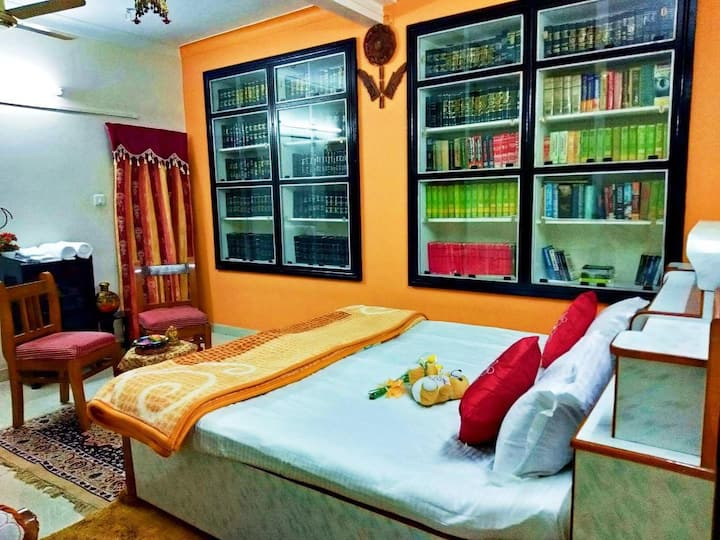 *Luxury Bedroom in Villa Sodhaan Stay* Homestay