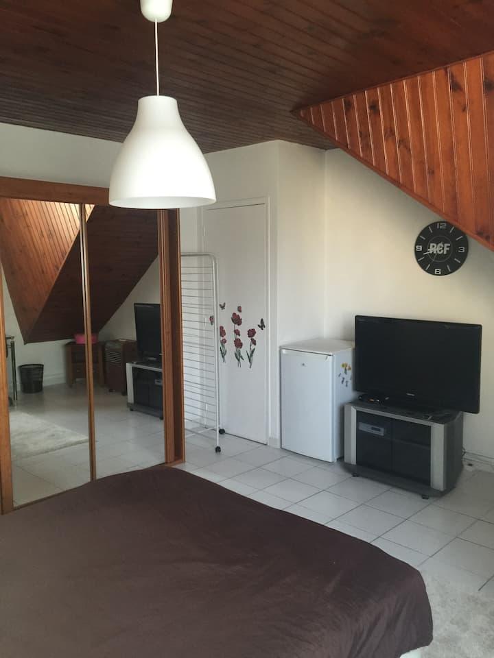 Chambre meublée pav proche CDG ,Bourget, Disney