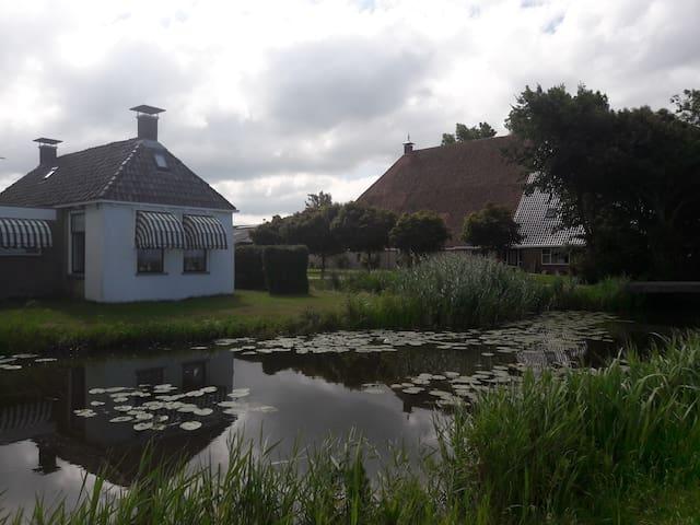 5  Pers.- vakantiewoning in Zuid- West Friesland.