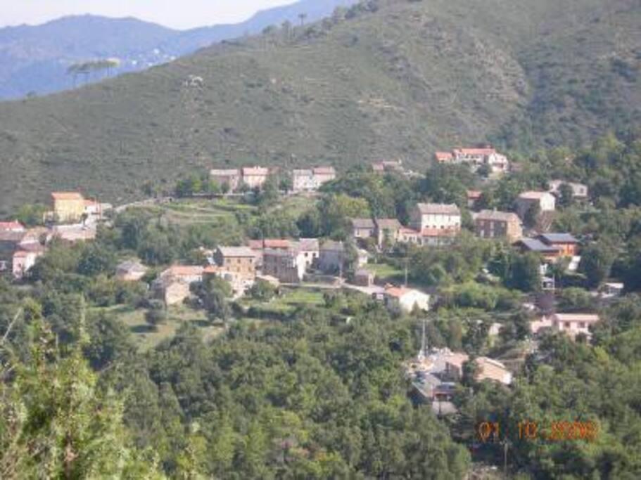 vue  nord de  l ensemble du village