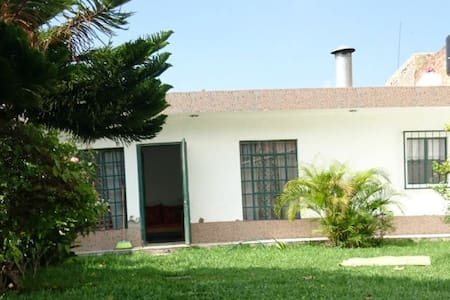 Casa completa con Jardín.