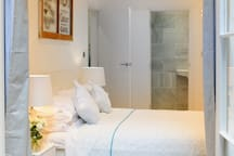 Guest Room & Ensuite Bathroom