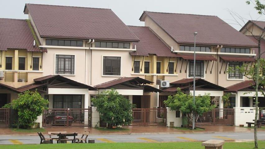 Kuala Lumpur home - Shah Alam - Casa