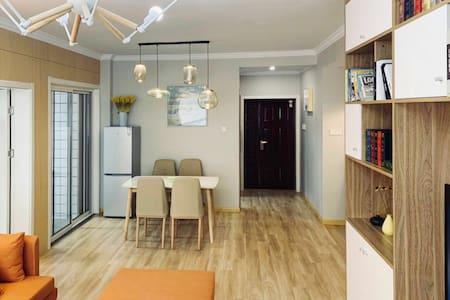 近青枫公园三室两厅两卫有厨房交通便利好停车