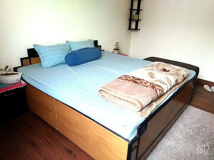 Private and airy room available in an apartment.