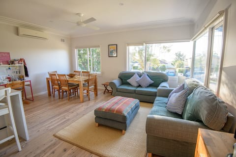 Comfortable beach-style house in Collaroy Plateau