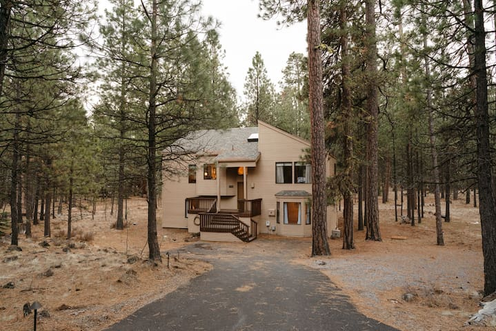 Large Black Butte Home Centrally Located