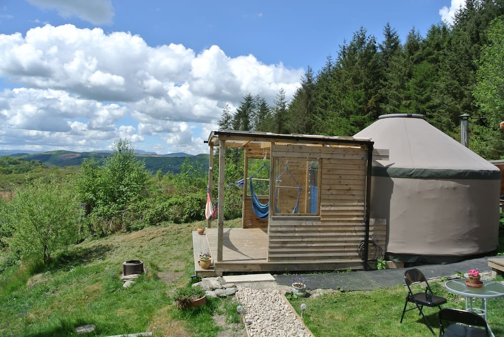 warm and cosy yurt amazing mountain location yurts louer cynwyd wales royaume uni. Black Bedroom Furniture Sets. Home Design Ideas