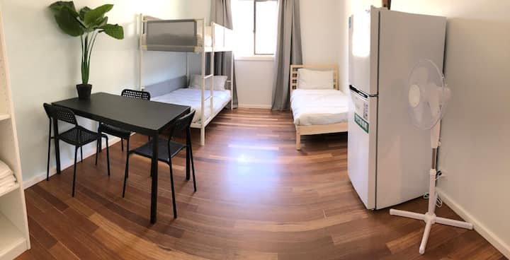 Spacious room in CBD Chinatown!