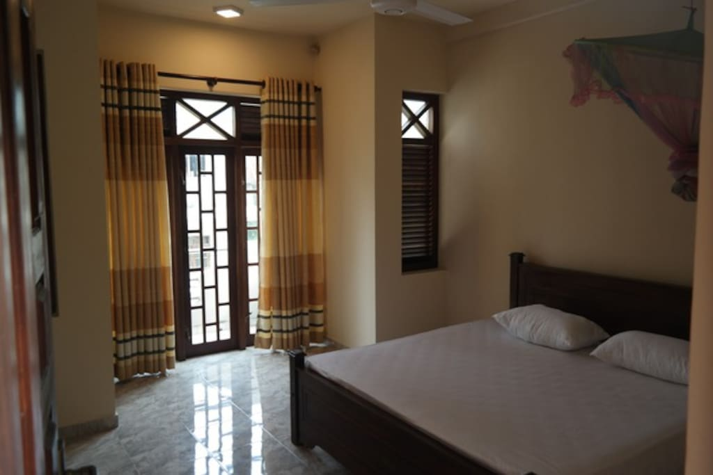 Air-conditioned double room with king-size bed