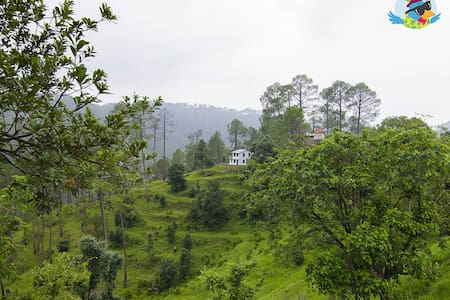 Escape Roots a Homestay in Binsar