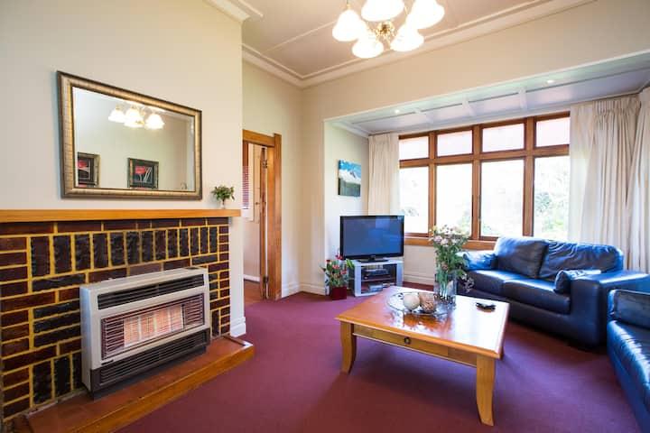 The Gatehouse Cottage - Hawera, New Zealand
