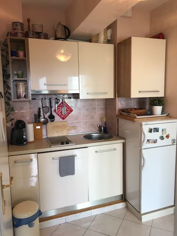 ***Centrally located apartment near sea & parking