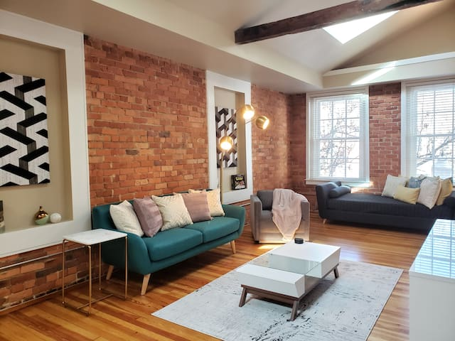 Kirk Ave D Luxury Loft In the heart of Downtown