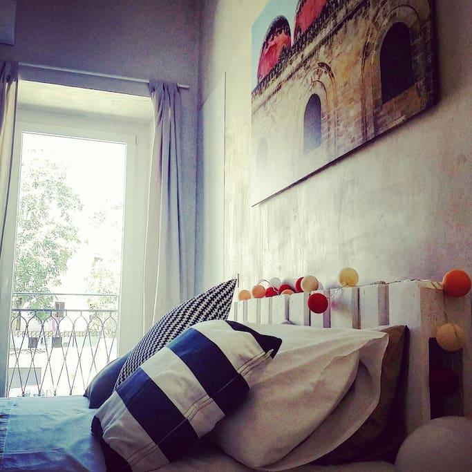 BEDROOM 1 / STANZA DA LETTO 1 Bed with memory mattress