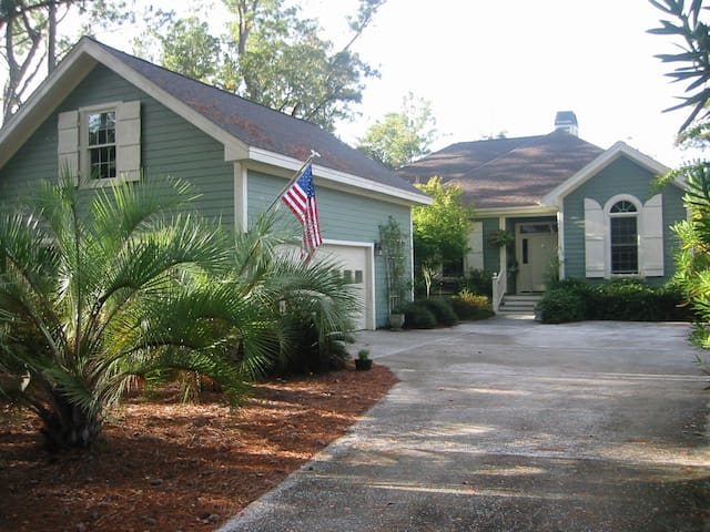 Beaufort SC, Private Room over garage, Gated Comm. - Beaufort