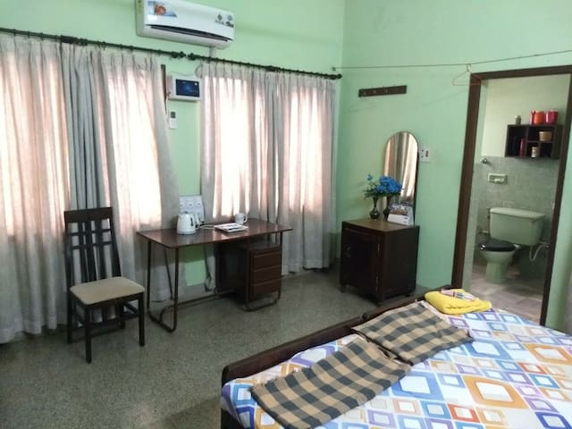 Spacious room with AC in Central Mangalore