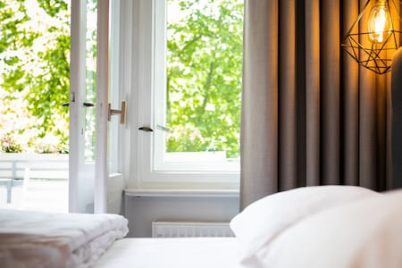 Ausblick vom Zimmer auf den Balkon