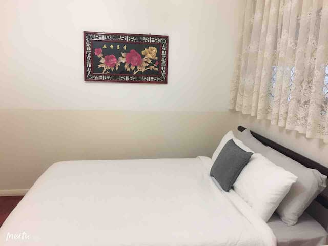 Cozy Private Room- close to City CBD and Airport