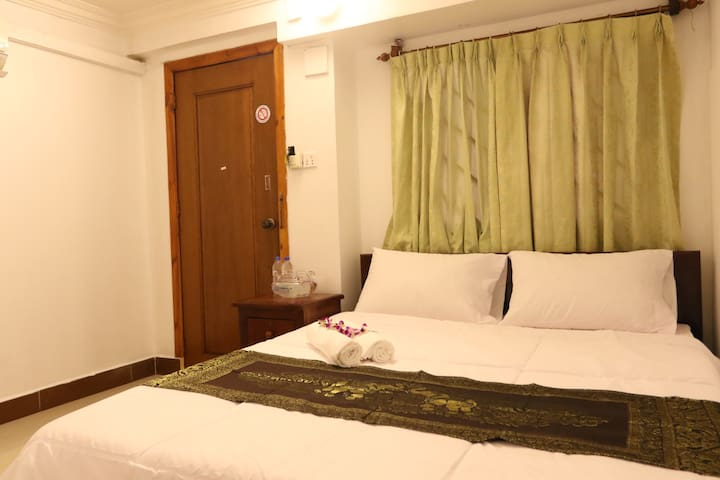 Budget room, best location, RS Guesthouse - Phnom Penh - Apartment