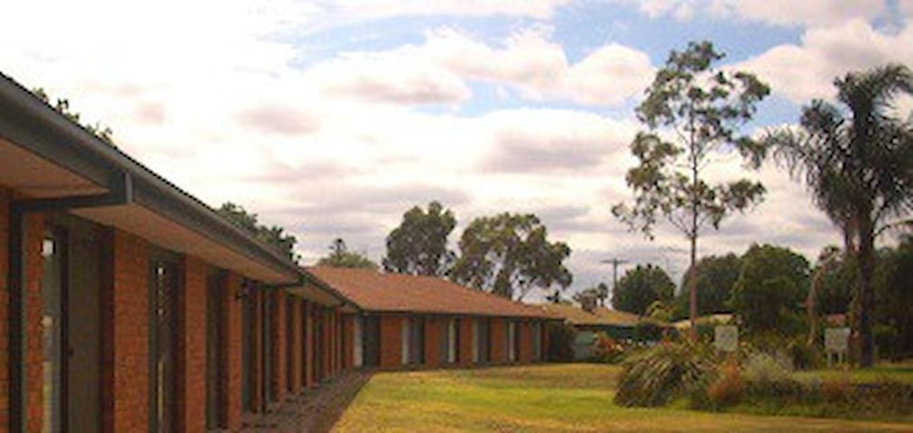 Berrigan Motel - Berrigan - Bed & Breakfast