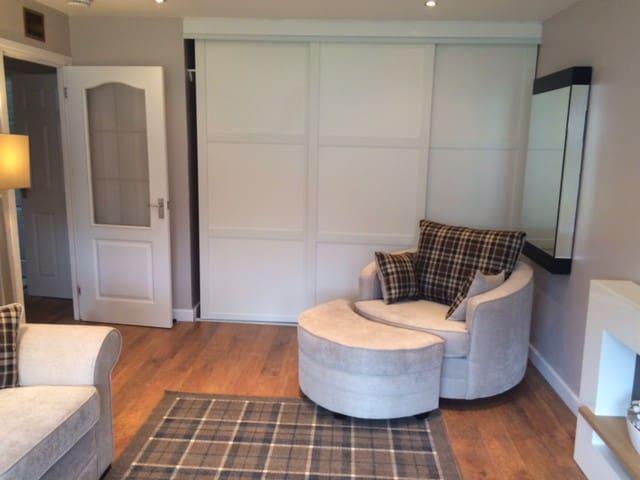 Glasgow 2 bed bungalow - กลาสโกว์ - บ้าน