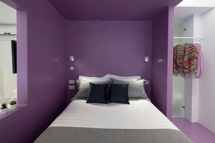 Purple Athens Color Cube Luxury Apartment is 33 sqm. It is located 250m from Monastiraki Square. Aiolou Street is the epicenter of the Commercial Triangle of Athens, one of the most historic neighborhoods of Athens.