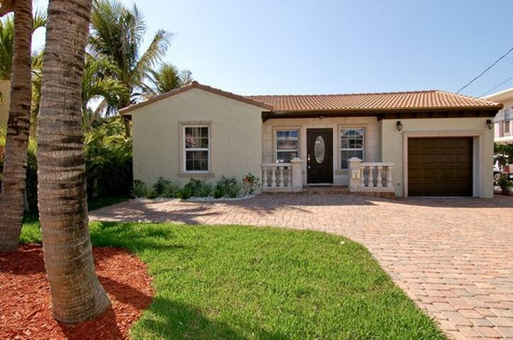 Ocean Drive 3-bed/3-bath Beach House with Hot Tub - Deerfield Beach - House