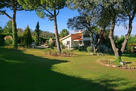 Casa rural (El Celemín) con gran jardín