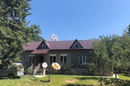 Zura's Guest house