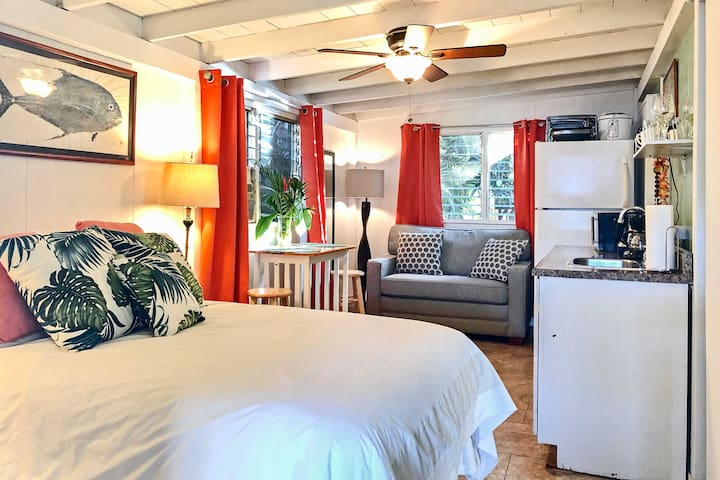 North Shore Studio w/ Patio - 30 Nights Min Stay!