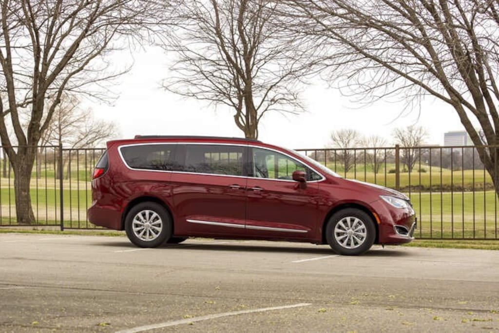 7-Seat 2017 Chrysler Pacifica Available For Rent