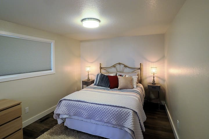 Master Suite (east)