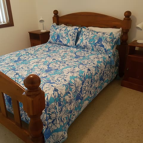 Queen size bed in 3rd bedroom