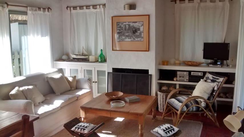 Casa en la barra, espaciosa y bien ubicada - La Barra - Haus