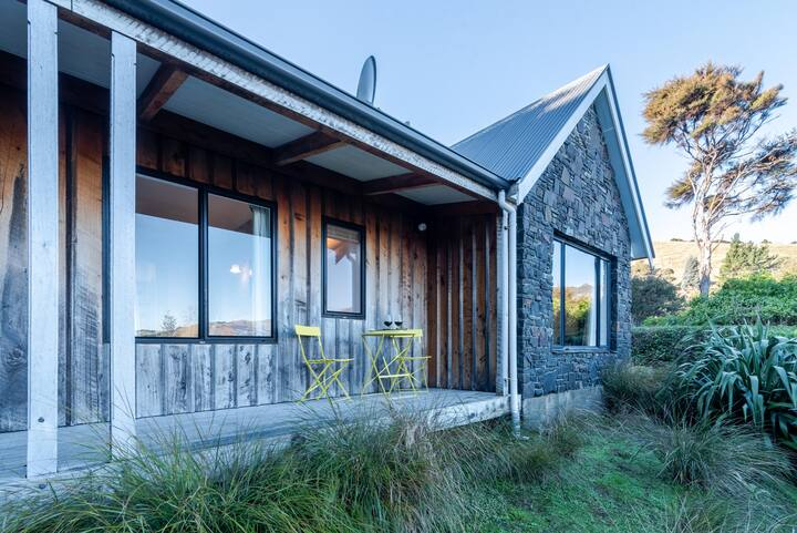 Fantail Cottage with Sea Views